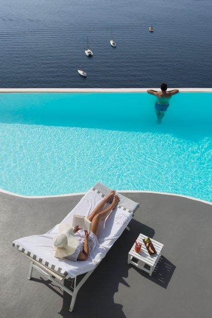 Katikies-Hotel-Infinity-Pools (22)