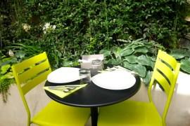 Ontbijten in de tuin van Legend Hotel Parijs