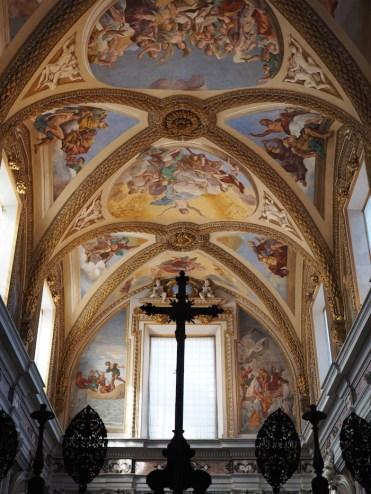 Binnenin-het-klooster-in-Napels