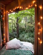 Slapen in de buitenlucht boomhut airbnb