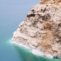 Witte zoutranden dode zee jordanie