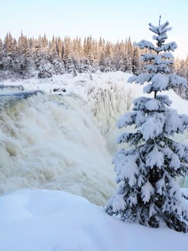 activiteiten-lapland-bevroren-waterval