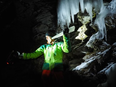 activiteiten-lapland-ijsgrot-Ristafallet