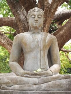 boeddha-beeld-Abhayagiri-anuradhapura