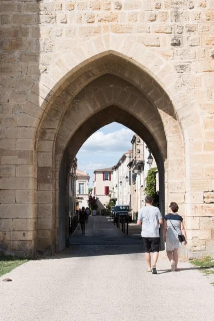 entree stadsmuur aigues mortes frankrijk