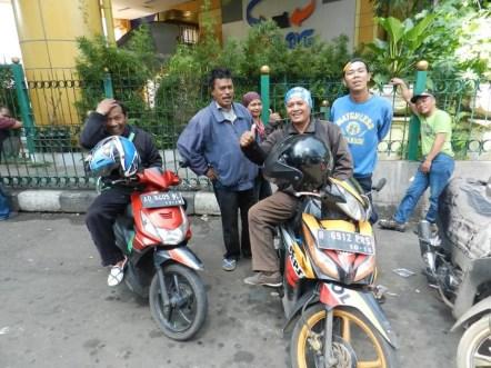 locals indonesie motor taxi