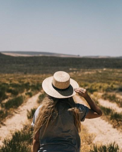 rooibos veld in cederberg met meisje