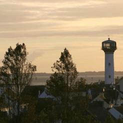 vuurtoren in frankrijk slapen zonsondergang