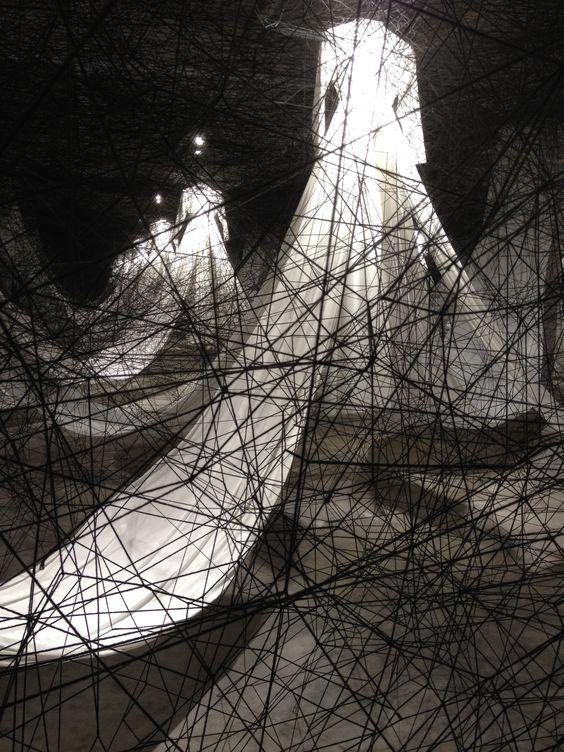 Chiharu Shiota dresses black threads 03