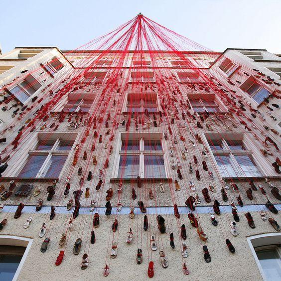 Chiharu Shiota shoes installation 02