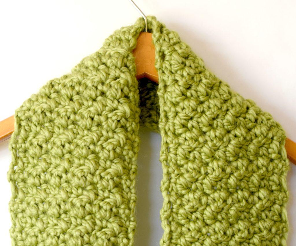mamainastitch chunky crochet infinity scarf detail