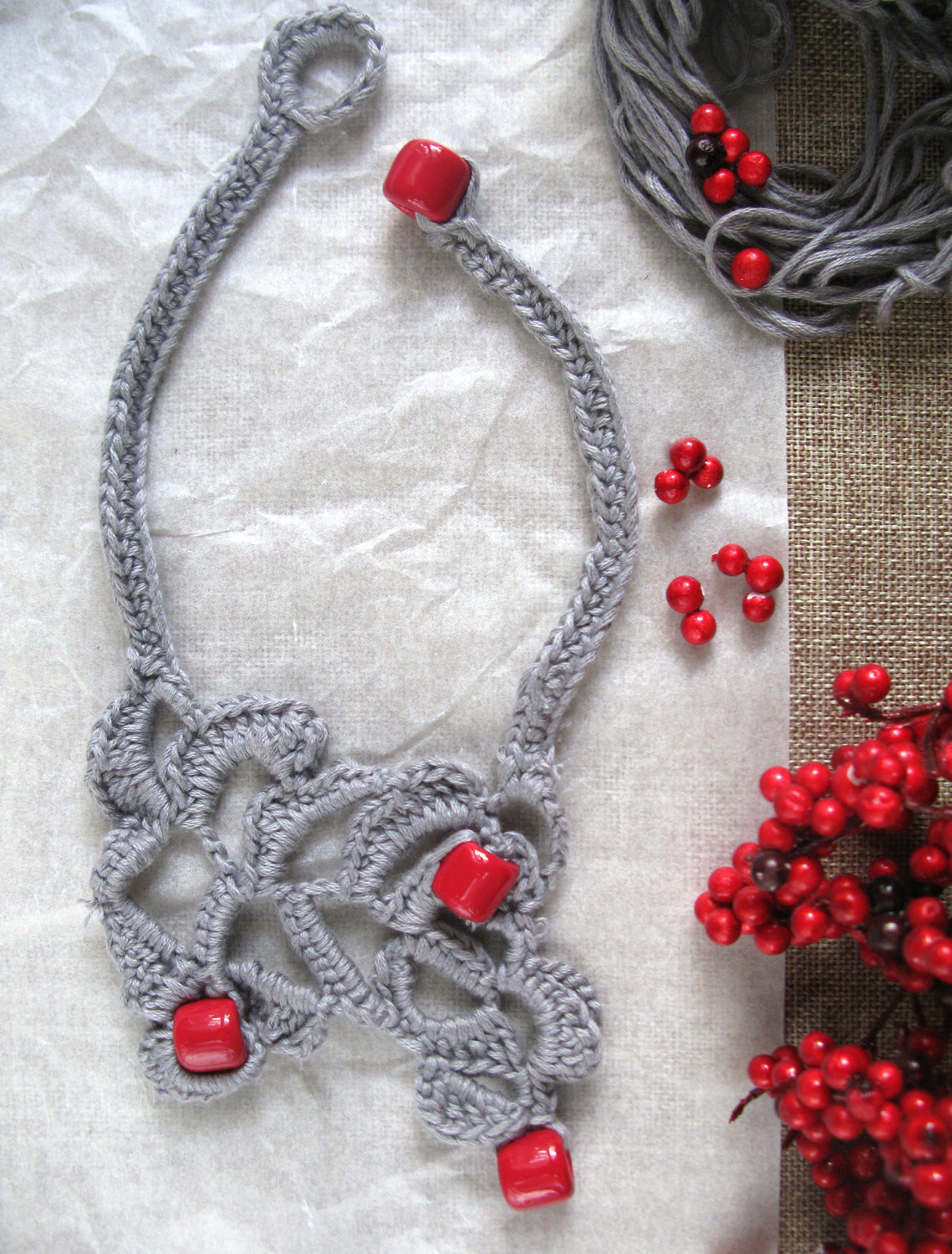 Valentine's (t)reds beads and cotton yarn necklace