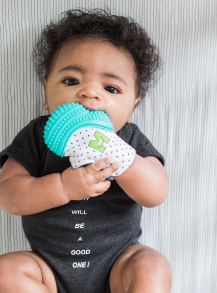Munch Mitt: the baby teething mitten
