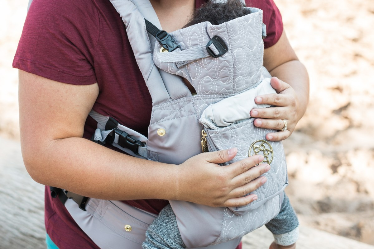 b17ebeb582c Lillebaby airflow vs Lillebaby embossed luxe carriers for travel and an  active lifestyle - Wear Love