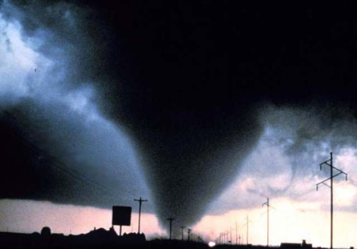 How Do Tornadoes Change The Earth S Surface