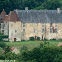 Château de Giry - Château fort du village de Giry