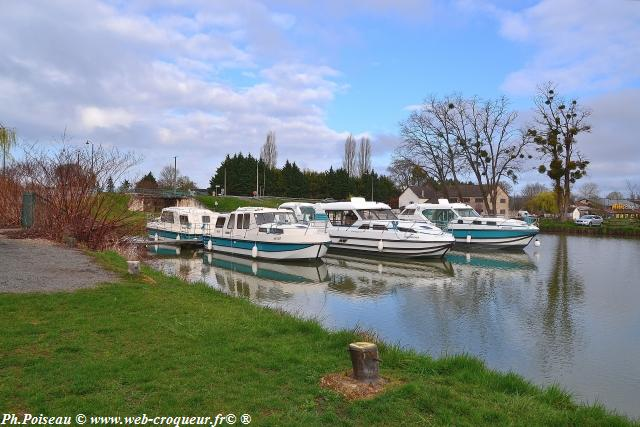 Port de Plagny Canal du Nivernais