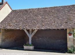 Lavoir dans Montigny aux Amognes