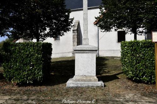 Croix du village de Gouloux