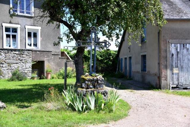 Croix du hameau Le Chariot
