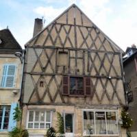 Maison place Saint Jean de Clamecy