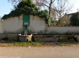 Fontaine d'Anthien rue Moreau