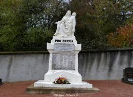 Monument aux morts au cimetière de La Machine