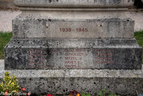 Monument d'Ouroux en Morvan