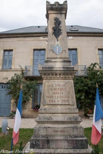 Monument aux morts d'Ouroux en Morvan