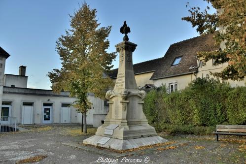 Monument aux morts de Pouilly