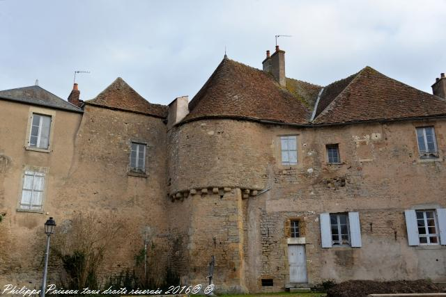 Ancien Château de Corbigny (gendarmerie et hospice)