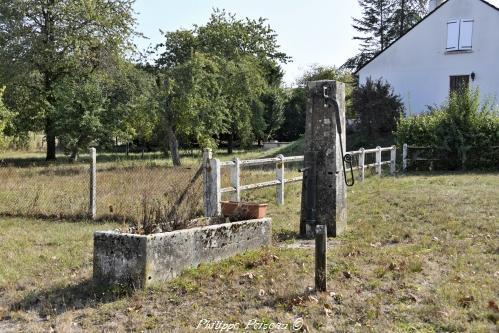Pompe du village de Breugnon Nièvre Passion