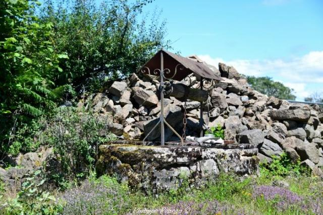 """Puits du hameau de """"Le Chariot"""""""