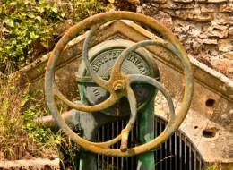 Une Pompe et son puisard à Corvol-d'Embernard Nièvre Passion