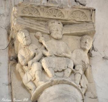 chapiteaux saint pierre le moutier (46)