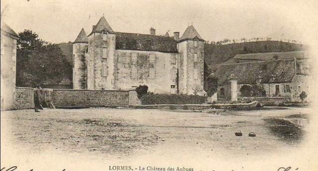 Cette image a un attribut alt vide; le nom du fichier est chateau-des-Aubues-1.jpg
