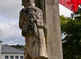 Monument aux morts de Pougues les Eaux