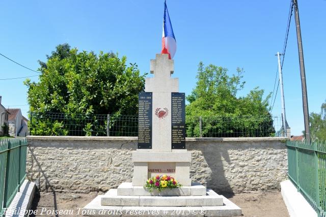 Monument aux morts de Varennes les Narcy