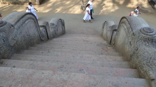 Der Treppenaufgang zum Bhodi-Baum auf der einen Seite…