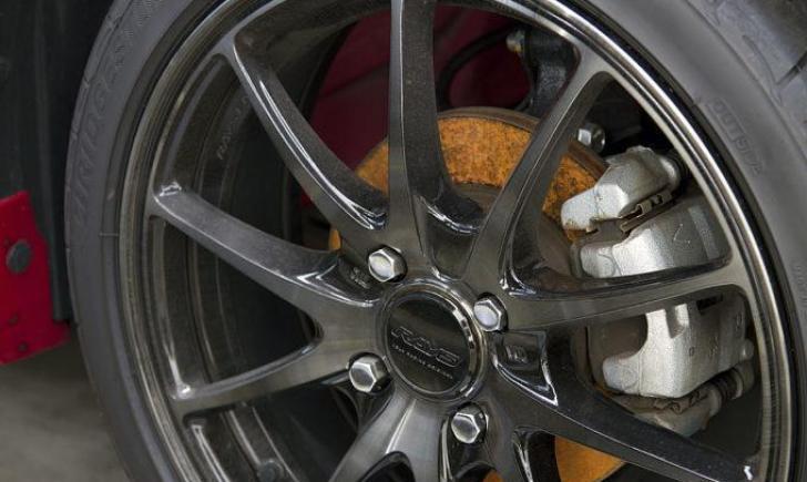 スバル車はブレーキ鳴きがひどい?【結論:点検を受けてたら問題なし】摩擦面の振動【★★☆】