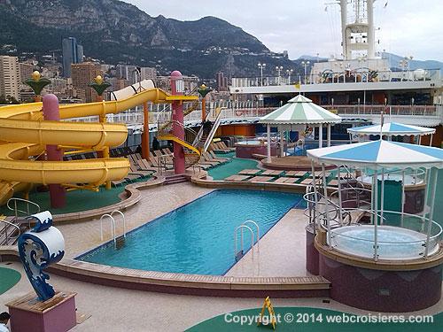 Pont supérieur avec piscine Norwegian Jade