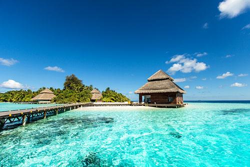 Les eaux turquoise d'une plage de Tahiti