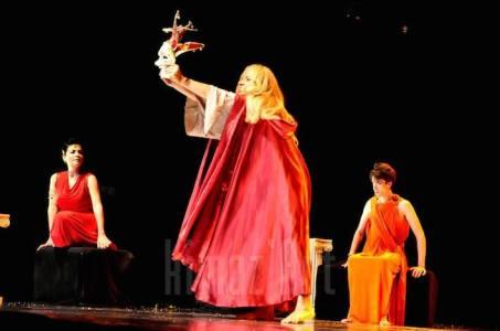 Pièce de théâtre Caligula, version tunisienne.  Crédit photo : Kimoz'art