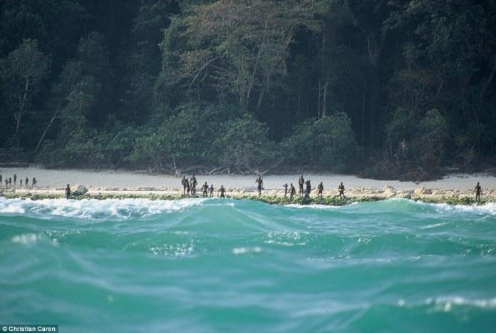 Sentinelese_tribespeople