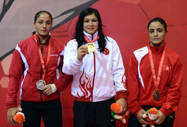 Hela Riabi, à droite (Lutte)