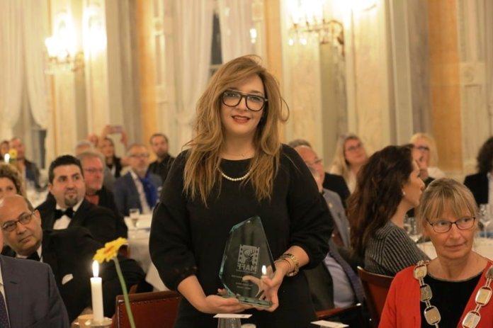 Karima Amirat reçoit le trophée au nom du CNCI