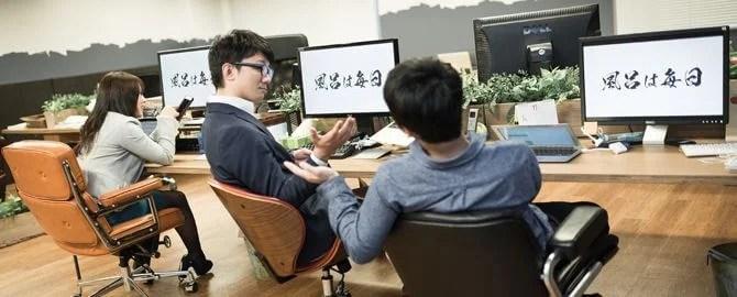 社員全員のデスクトップ画像を社訓の画像に強制変更