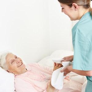 ¿Qué características debe tener un auxiliar de enfermería?