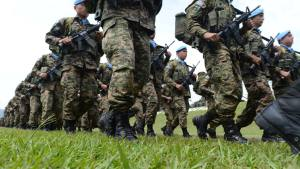 Formar parte de la carrera militar tratar de conseguir una vida diferente, viviendo experiencias inolvidables y con emociones fuertes y, o, en situaciones que no viviríamos en un entorno normal.