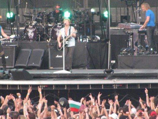 На концерта на Бон Джоуви в Букурещ българските фенове показаха, че са сред най-верните почитатели на групата
